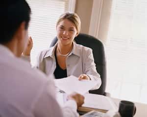 Mitarbeiter-Feedback in der Öffentlichkeit: Fluch oder Segen?